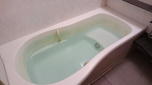 浴槽に貼られたお湯