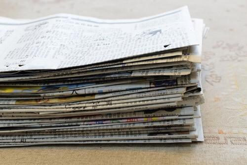 ティッシュペーパーの代わりに使う新聞紙