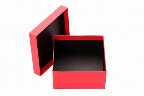 フィギュアを収納する箱