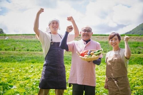 野菜の直売をする農家
