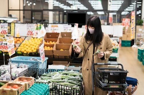 スーパーの見切り品の野菜